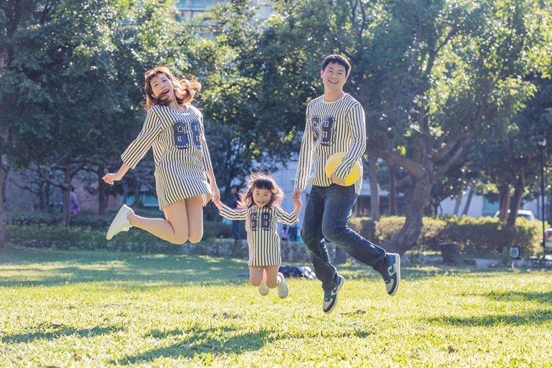 [穿搭] 好看、平價、有質感的親子裝 全家福必備 ♥ 來自韓國。FunnyLove 親子裝