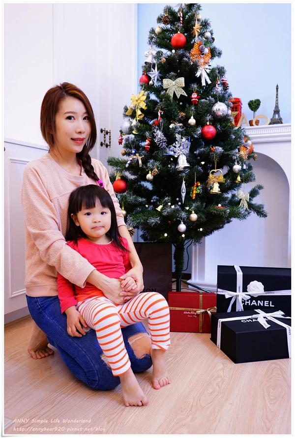 [育兒生活] 小波妞大紀事 2Y2M ♥ 小波妞第一次過聖誕節。還有我好應景的聖誕光療