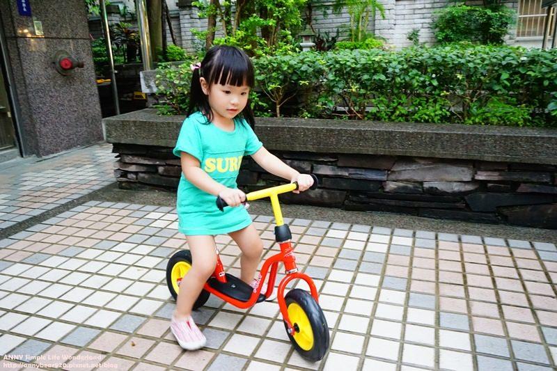 [育兒好物] LuxJoy網站好好買 2Y8M小波妞的第一台平衡車 ♥ PUKY LR M兒童平衡滑步車 (紅色)