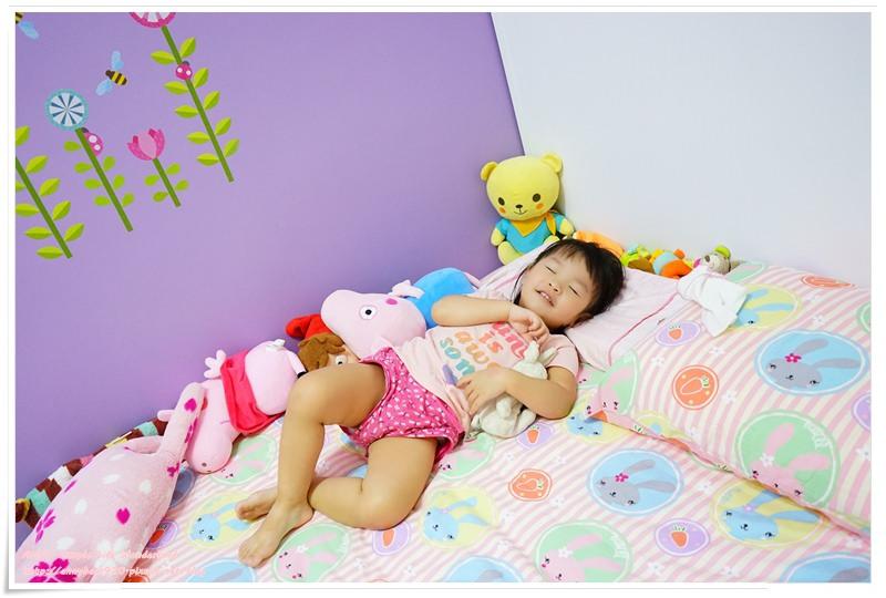 [育兒生活] 小波妞大紀事 1Y6M ♥ 訓練小波妞自己睡自己的房間。分房睡一次就成功!