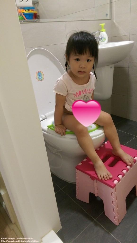 [育兒生活] 小波妞大紀事 1Y7M ♥ 順利戒掉白天尿布啦!!!(失敗例子/外出上廁所怎麼辦/心得/戒尿布好物分享)